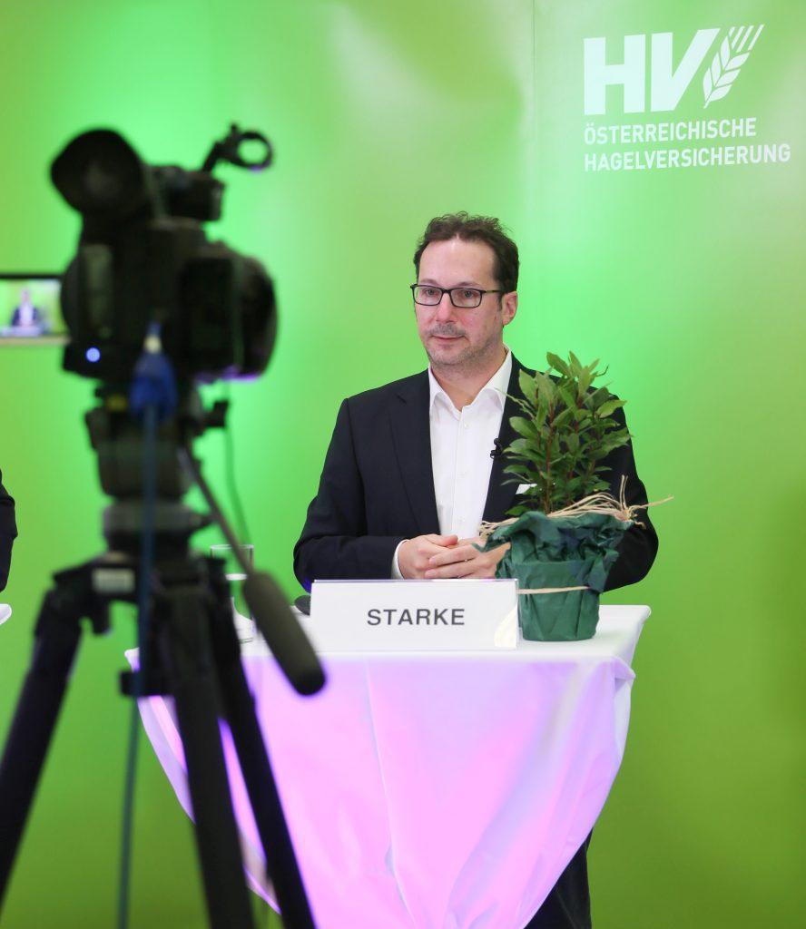 Mag. Holger Starke bei seinen Ausführungen im Hagel-Webinar