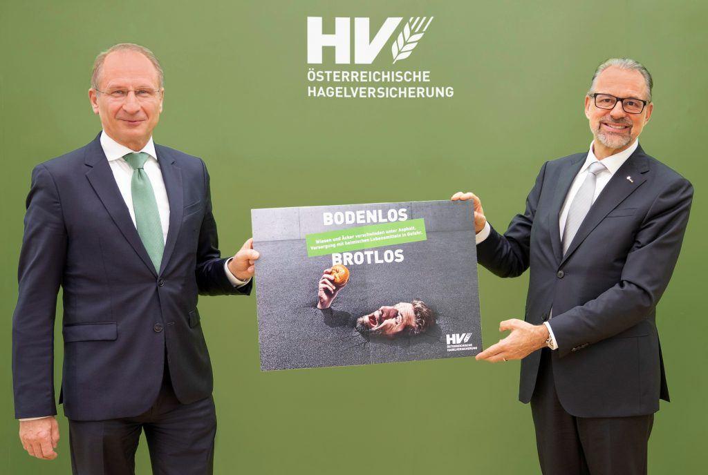 """Foto: Dr. Josef Aschbacher unterstützt die Allianz der Österreichischen Hagelversicherung """"Stoppt Bodenvernichtung"""""""